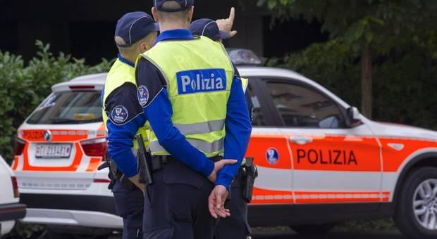 Poliziotto insegue i ladri e supera i limiti velocità: condannato a un anno