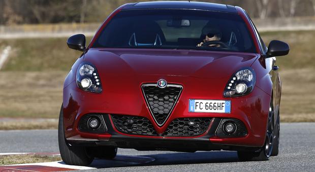 Alfa Romeo Giulietta Restyling Nel Look E Sotto Al Cofano Ispirato