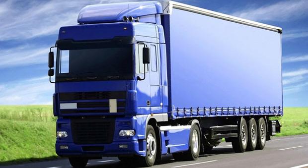 La ue multa i produttori di camion tre miliardi per aver - Foto di grandi camion ...