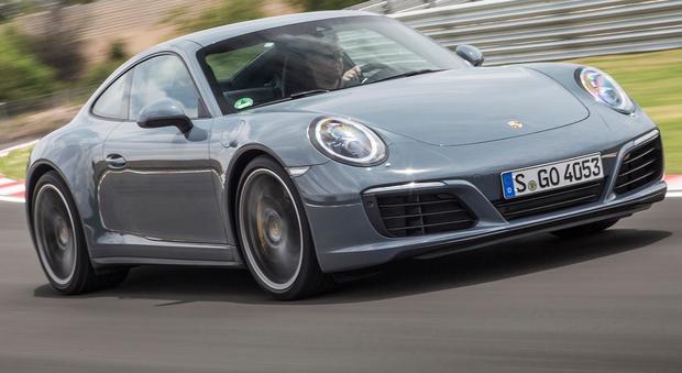 Porsche 911 Carrera, nuova famiglia 4 perfetto mix tra
