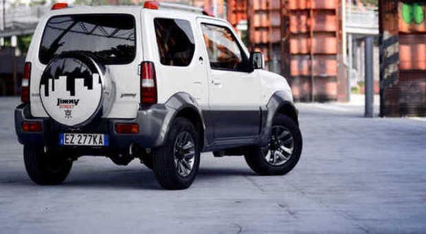 Suzuki rilancia l auto per la giungla urbana jimny street for Macchine da cucire piccole