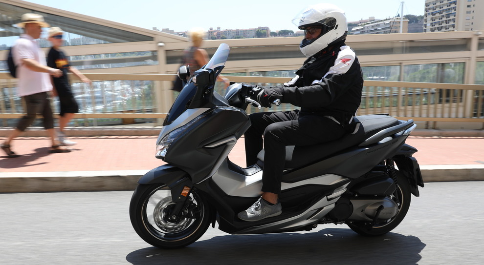 Nuovo Honda Forza 125300 Comodo Spazioso Con Un Motore Molto
