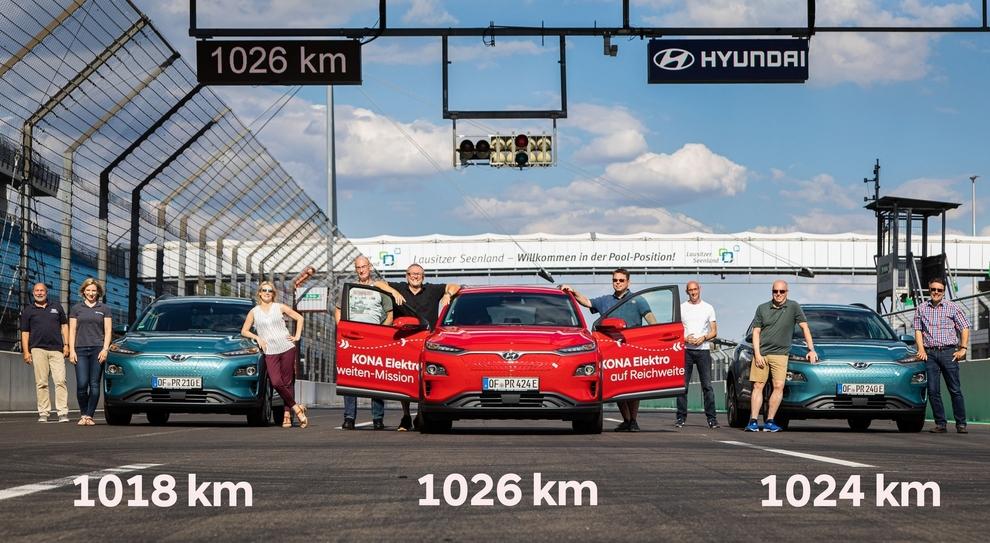 Hyundai da record: la Kona Electric di serie percorre oltre 1000 km in città con una ricarica