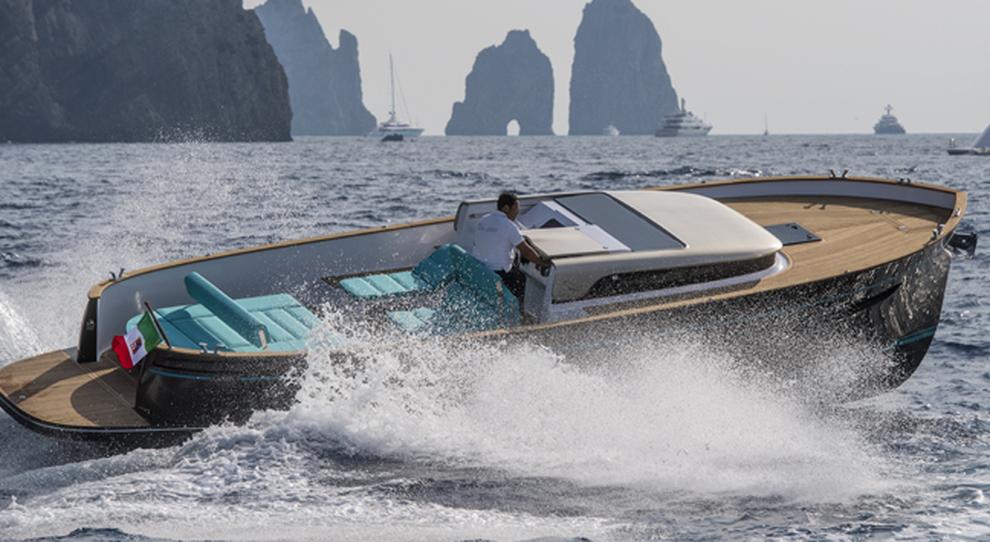 Apreamare svelata a capri la nuova barca un gozzo for Barca lancia vetroresina