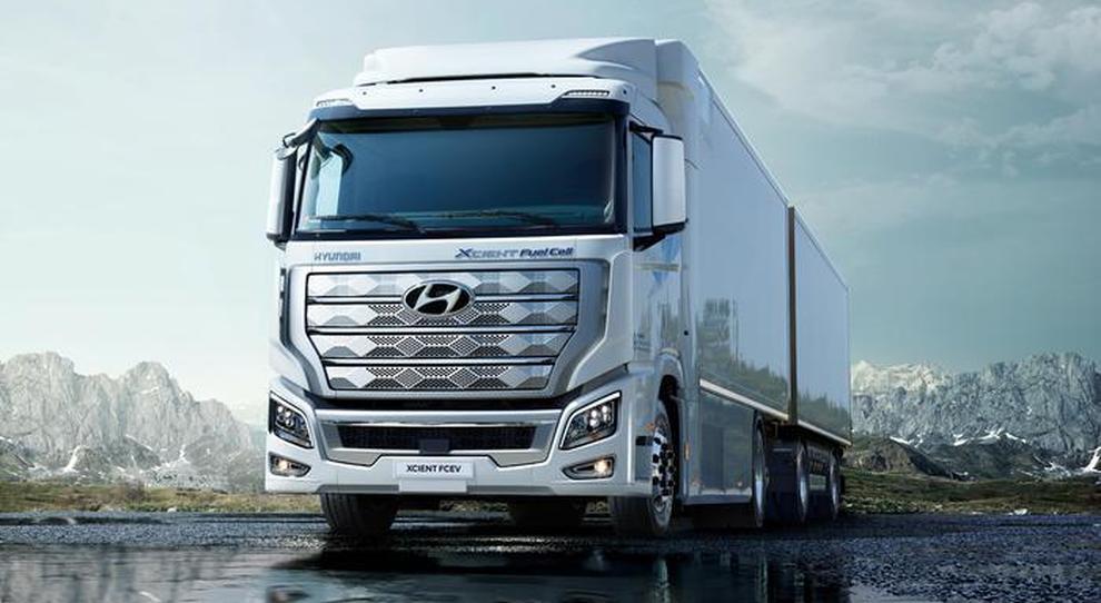 """Hyundai, il camion a idrogeno di XCient Fuel sbarca in Svizzera. Entro il 2025 previsti 1600 mezzi pesanti a propulsione """"pulita"""""""