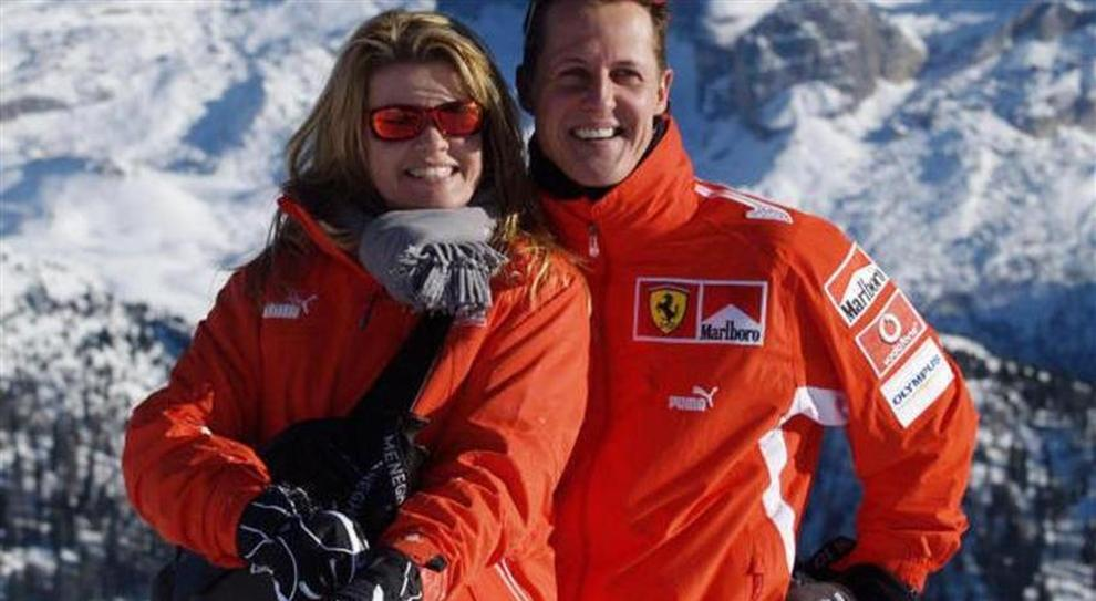 http://motori.ilmessaggero.it/photos/MED_HIGH/45/53/4104553_1311_corinna_lettera_michael_schumacher.jpg.pagespeed.ce.30ZDs9PBew.jpg