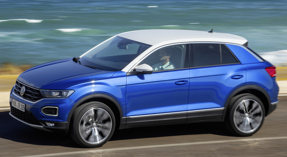 T roc il suv compatto by volkswagen ecco lo sport for T roc spazio interno