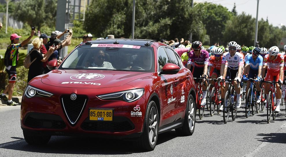 Alfa Romeo Auto Ufficiale Giro D Italia Flotta Di Stelvio E Giulia