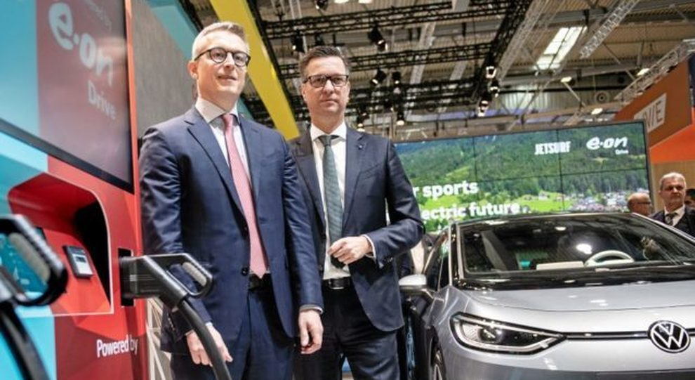 Il Presidente di Volkswagen Group Components, Thomas Schmall, con Karsten Wildberger di E.ON