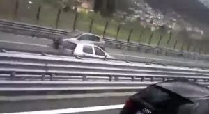 A 80 anni contromano in A2: un morto e 5 feriti. l'incredibile video di un camionista