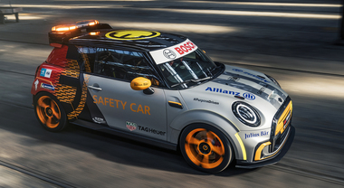Mini Electric Pacesetter, ispirata alla JCW è la nuova Safety Car per la Formula E