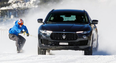Jamie Barrow trainato da Maserati Levante sullo snowboard a 151,57 km/h. Battuto il Guinness World Record