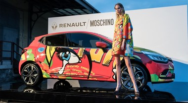 Renault Clio Moschino, la best seller francese seduce anche in passerella