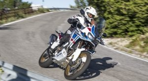 Honda Africa Twin Adventure Sports, facile e divertente con il nuovo cambio automatico/sequenziale